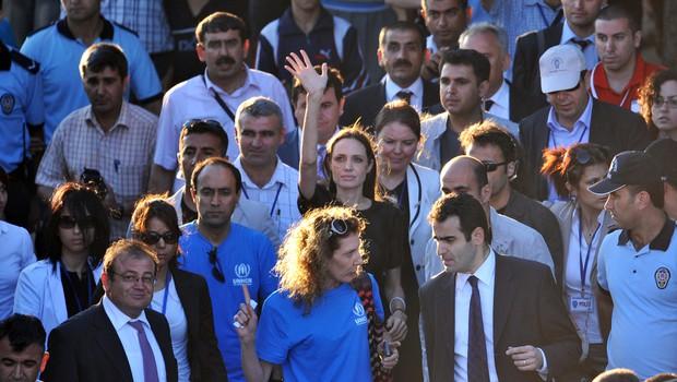 Angelina Jolie je ogorčena, ker svet ignorira ISIS-ovo politiko sistemskega posiljevanja! (foto: shutterstock)