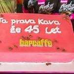 Slavni 45-letniki ovekovečili Barko Cafè (foto: Iztok Kurnik)
