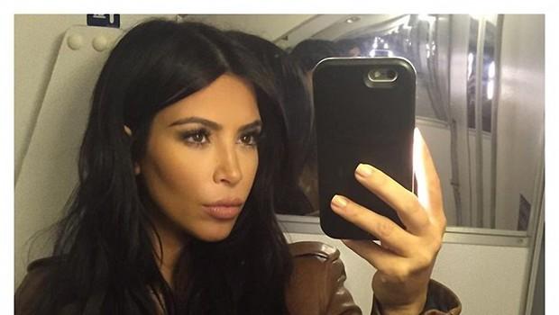 Celo Kim Kardashian misli, da je njena slika provokativna. Kar tudi je! (foto: Profimedia)
