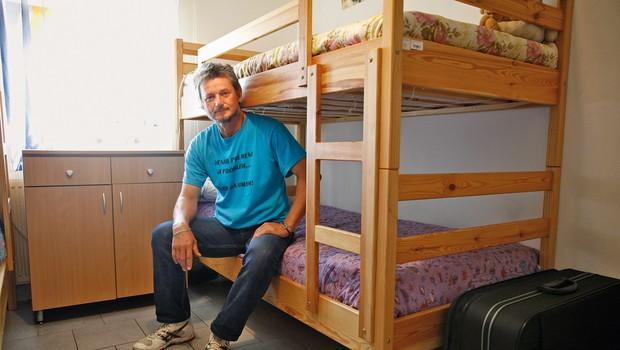 Bojan si štiriposteljno  sobo deli s cimrom  Sandijem, s katerim  sta postala tesna  prijatelja. (foto: Helena Kermelj)