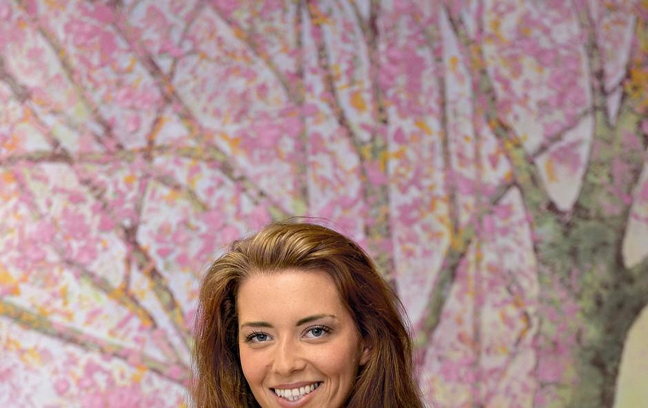Simpatično voditeljico Jasmina Kandorfer bomo lahko jeseni znova spremljali na malih zaslonih. (foto: Primož Predalič)