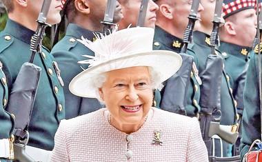 Princ Charles si je prilužil nadimek kralj iz sence