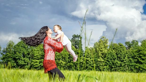 Nekdanja miss Slovenije  Tina Zajc Benda uživa v vsakem trenutku s svojo družino. (foto: Lea Press)