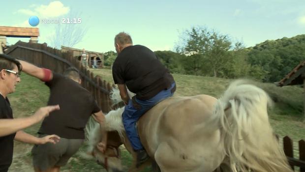 Video: Franca (Kmetija: Nov začetek) je s sebe vrgla kobila! (foto: Planet TV)