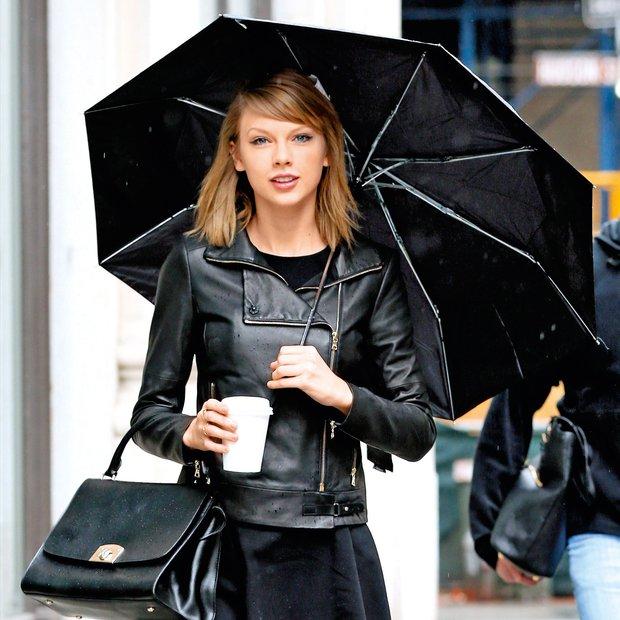Trendi zgledi, kako nositi malo črno jakno