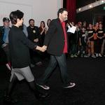 Med šovom je takole ugrabil glavno igralko (foto: Iztok Gartner Press)