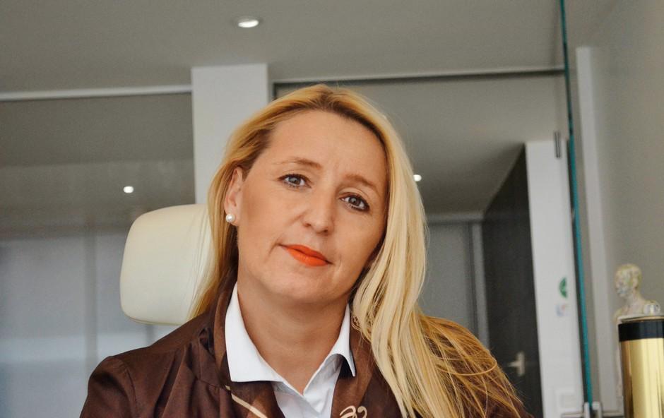 """""""Najlepši občutki so, ko uspešno pomagam ljudem, ki me potrebujejo,"""" pravi Urška.  (foto: Lea Press)"""