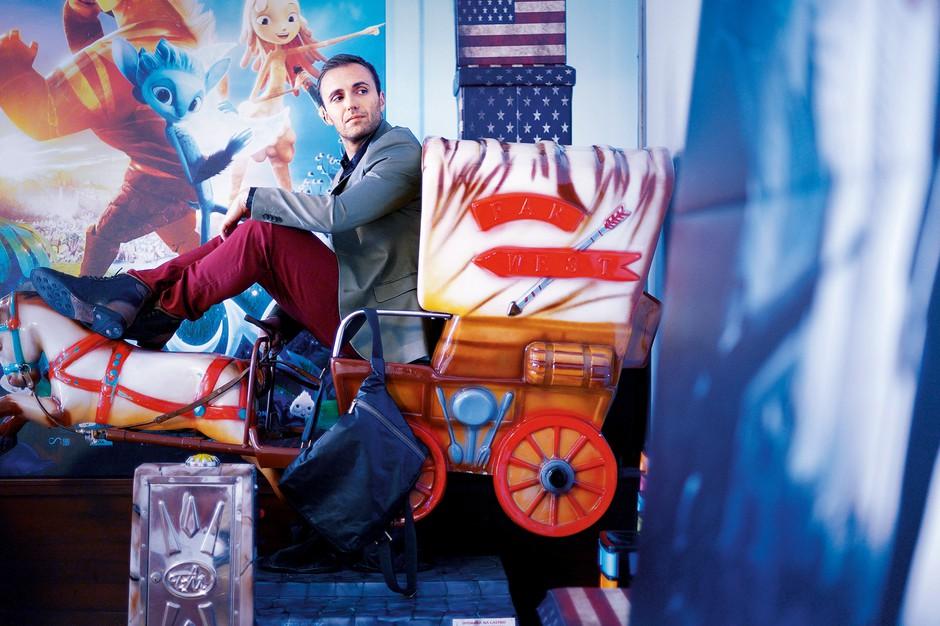 Suknjič H&M; srajca Antony Morato; hlače Hugo Boss, čevlji Ted Baker, nahrbtnik Mantico (foto: Primož Predalič)
