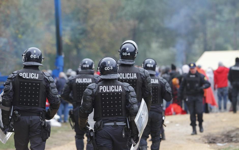 Policija v danih razmerah begunske krize daje vse od sebe! (foto: Goran Antley)