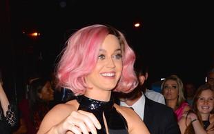 Najbolj trendi barva las ta hip je roza!