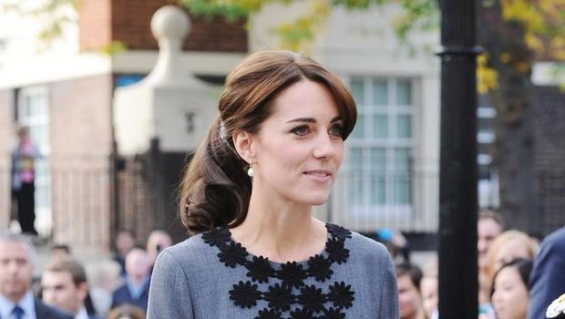 Kate Middleton prisega na sok iz ohrovta (foto: Profimedia)