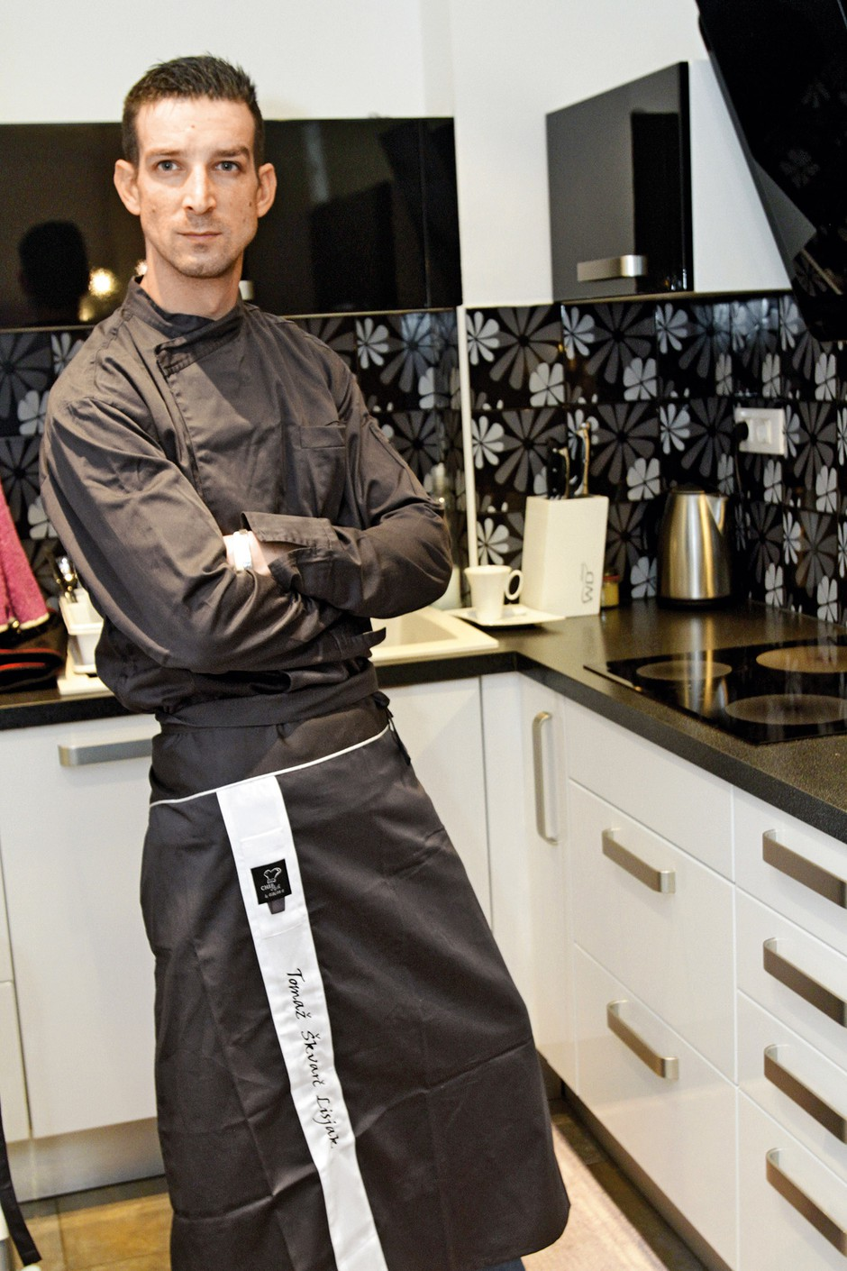 Tomaž zdaj  kuha v eni  izmed  vrhunskih  ljubljanskih  restavracij.  (foto: Goran Antley, N. Divja)