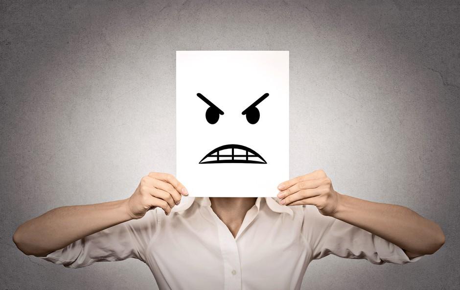 Najbolj dvolični horoskopski znaki: Pred vami se smehljajo, za hrbtom pa vas obirajo! (foto: shutterstock)