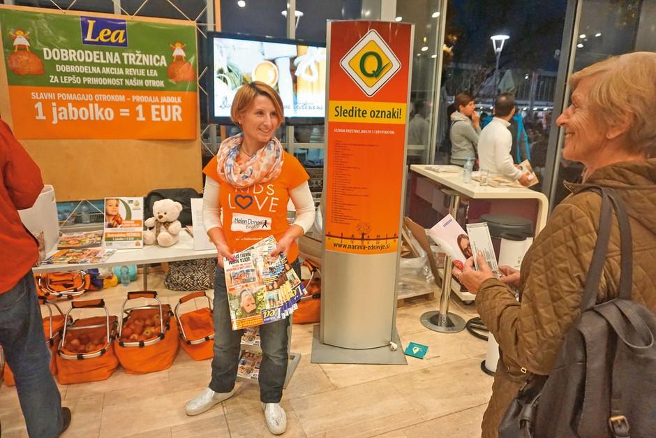 Ker ima tudi sama otroke, je biatlonka Tadeja Brankovič Likozar seveda priskočila na pomoč.  (foto: Helena Kermelj)