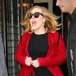Adele je za hece! Maskirana se je pomešala med imitatorke in ...
