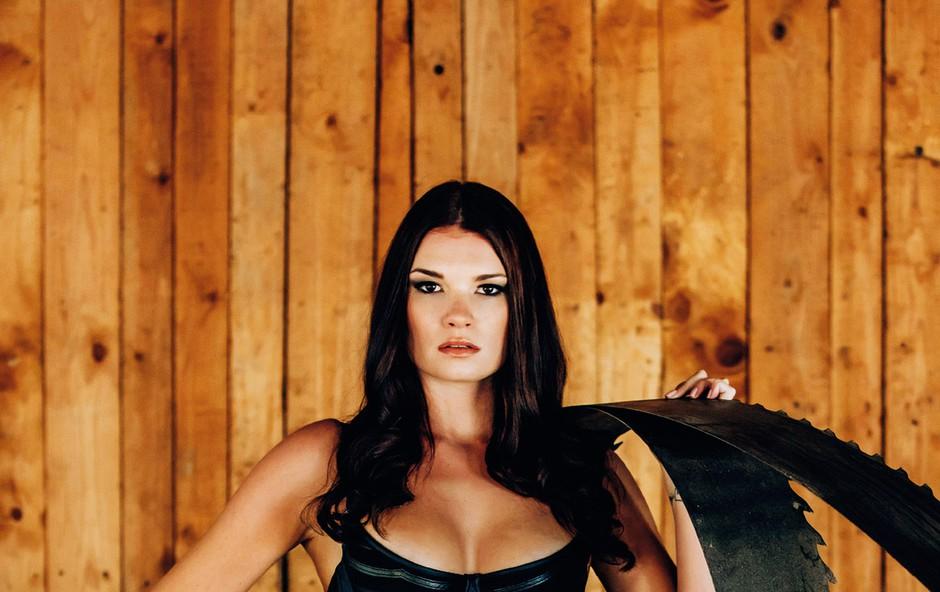 Daša je letos tudi eden od obrazov slovenske različice  Pirellija, estetsko erotičnega  koledarja Collegium  graphicum, ki velja za elitno  kultni koledar, katerega dobijo le izbranci. (foto: Aleš Bravničar)