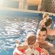 Peter Mankoč: Hčerko že uči plavati