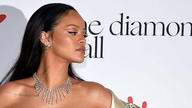 Rihanna v spodnjem perilu prava paša za oči! (foto: Profimedia)