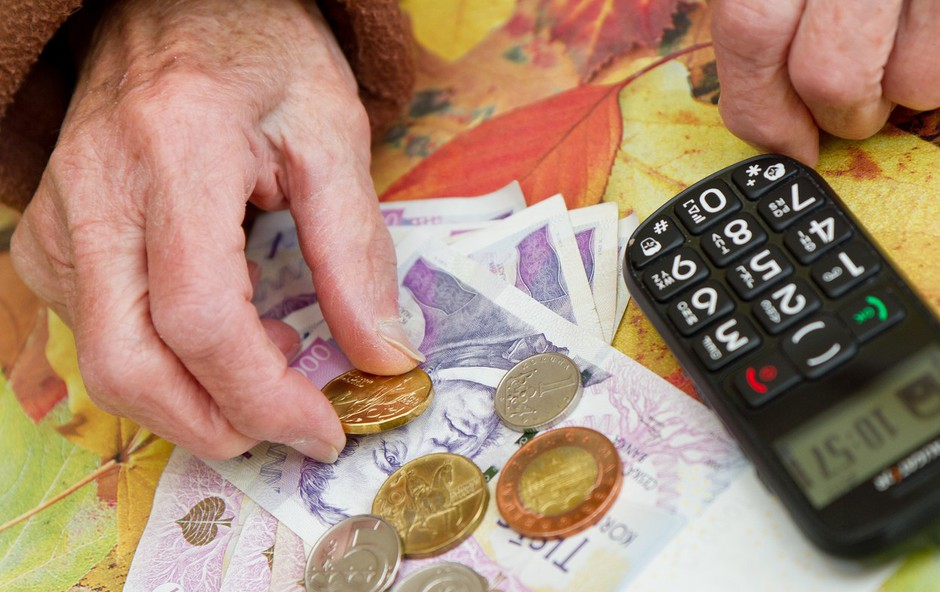 Kako s 600 evri pokojnine pokriti limit in posojila? (foto: profimedia)