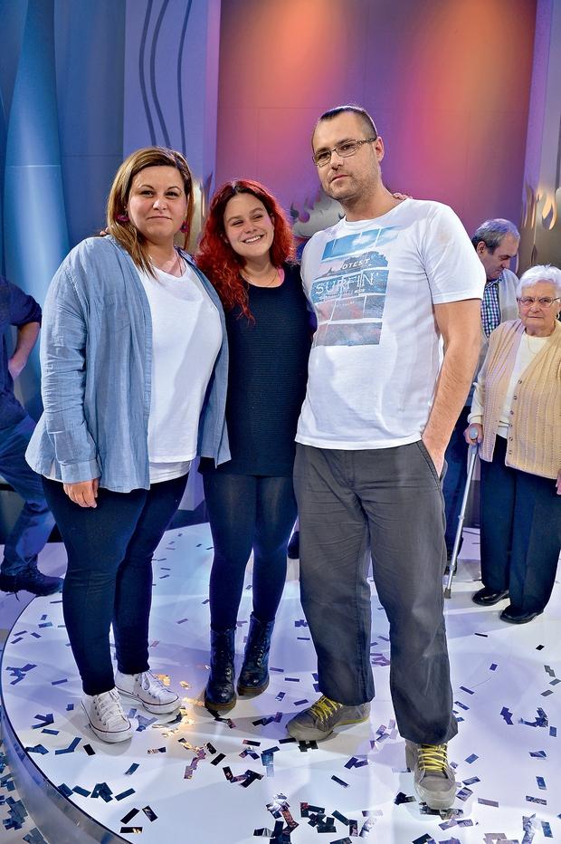 Danijelina 17-letna hčerka  Karin je Tomaša v družini  dobro sprejela, med šovom  pa je močno navijala zanj. (foto: Primož Predalič)