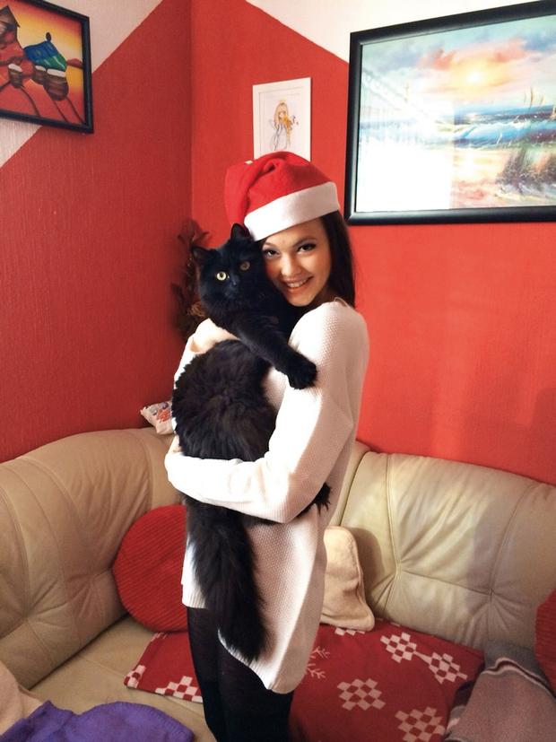 Misica se pripravlja na božični čas, ko ji bo družbo delal  tudi Charlie.  (foto: Osebni arhiv)