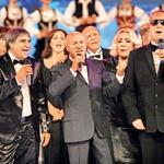 Svate je s pesmijo  Hoču da ostarim s  tobom raznežil  pevec Saša Matić.  (foto: Osebni arhiv)