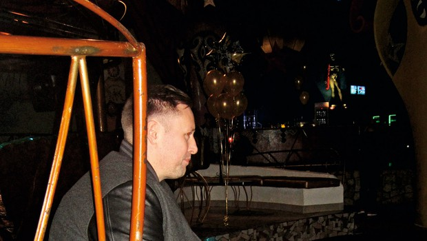 DJ Umek je še vedno  velik magnet za  ženske, saj so kar v  vrsti stale, da bi se  lahko slikale z njim.  (foto: Alojz Petrovčič)