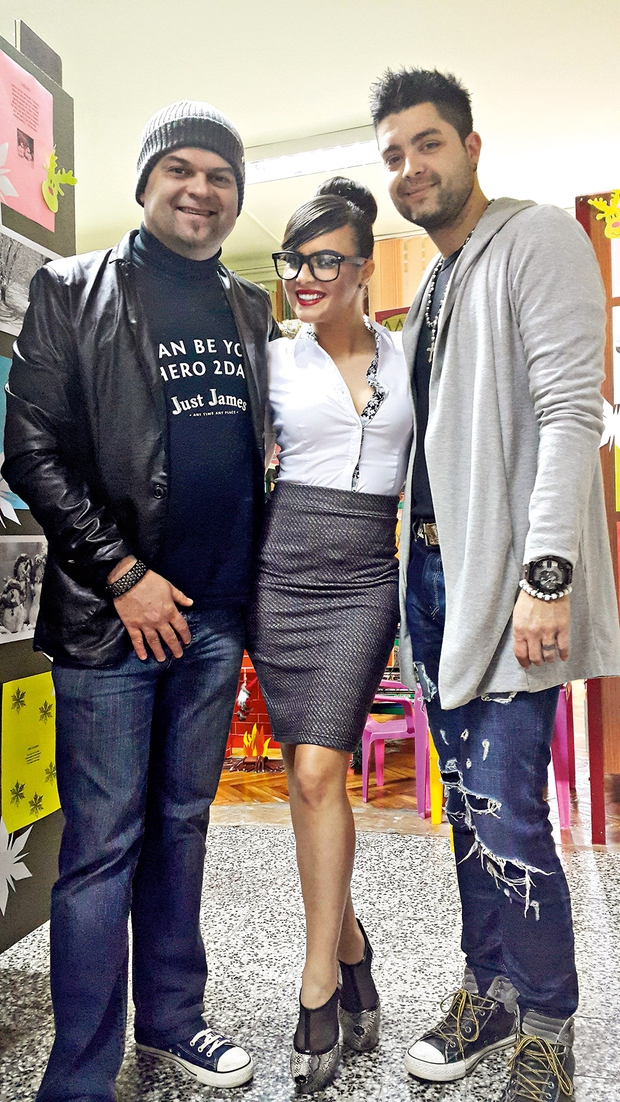 Damir in Dadi Daz sta se resnično vživela v zgodbo in skoraj 'polomila' noge za knjižničarko Dragano. (foto: Lea Press)