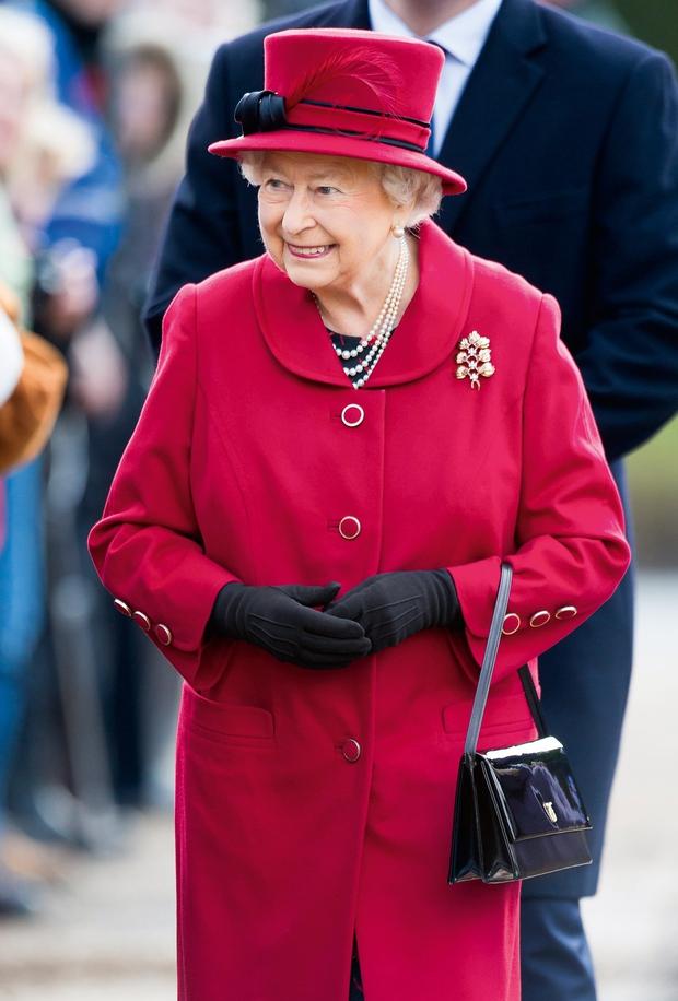 Ko je nekoč med kraljičinim obiskom na Danskem tamkajšnji butler vprašal angleškega kolega, kakšna jajca je kraljica, je ta odvrnil, da vsakršna, in tako so ji prinesli v trdo kuhano jajce, mehko kuhano, na oko, zmešano …  (foto: Profimedia)