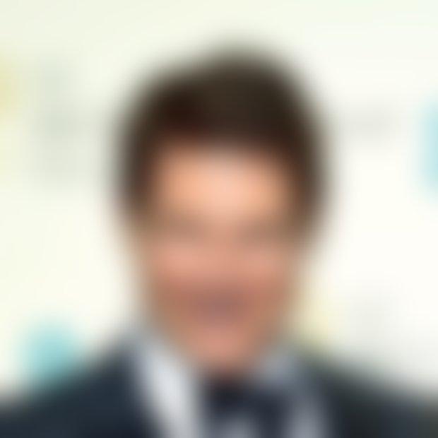 Kaj je narobe z obrazom Toma Cruisa?