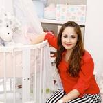 Ana svojo pozornost že nekaj tednov posveča opremljanju nove sobice za dojenčka.  (foto: Lea Press)