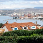 Erik je zelo navezan na  družino, ki ima dom  na čudoviti lokaciji, ki  ponuja odprt pogled  na gospodarsko mesto,  nekoč otok Koper. (foto: Alpe, Primož Predalič)