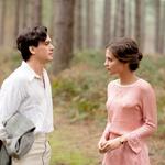 V zgodovinski biografski drami Verina izpoved je zablestela ob 29-letnem angleškem kolegu Kitu Haringtonu.  (foto: Profimedia)