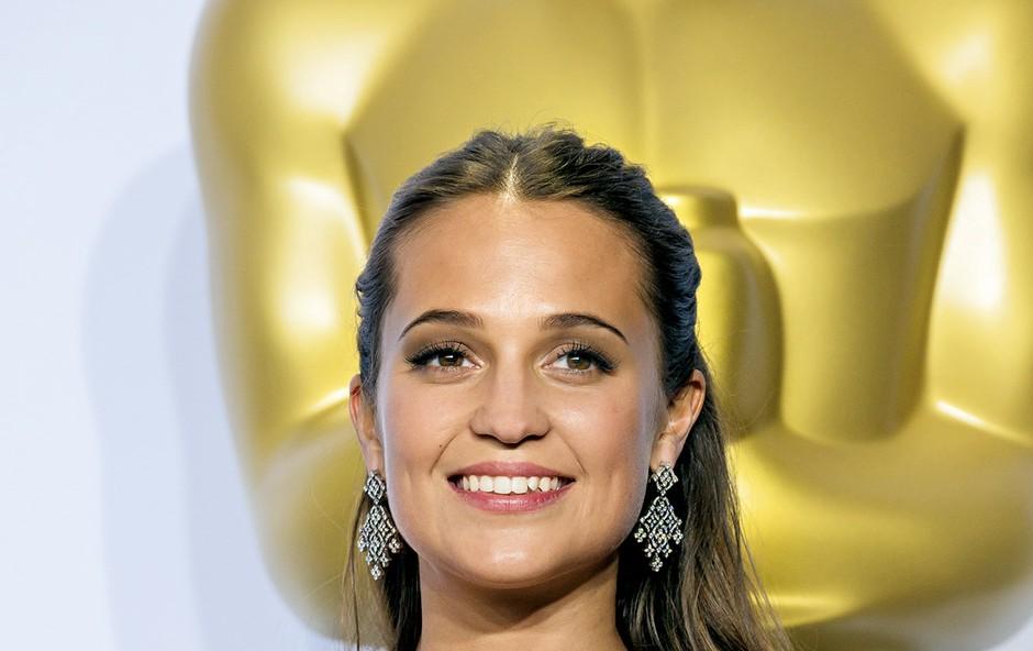 Z zlatim kipcem v rokah. Oskarja v kategoriji najboljše igralke v stranski vlogi je osvojila z vlogo v … (foto: Profimedia)