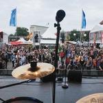 Pogled z odra le trenutek pred začetkom nastopa I.C.E. na glavnem trgu v Kielu. (foto: osebni arhiv)