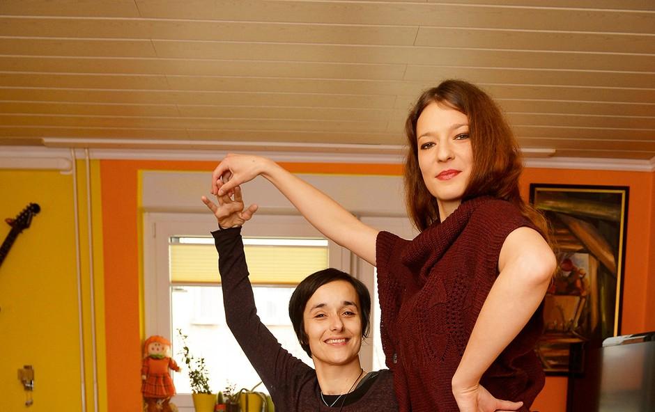 Mihaela in Nina skupaj preživita toliko časa, kot se le da, družbo pa jima dela tudi desetmesečni Leo. (foto: Primož Predalič)