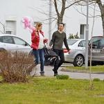 Takole so Manco in  njenega dragega  Boruta ujeli fotografi  iz revije Story na poti iz porodnišnice. (foto: Primož Predalič, osebni arhiv)
