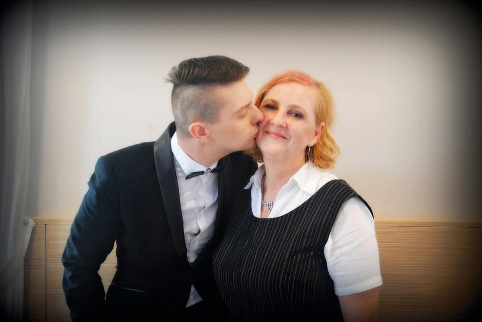 Zabava je bila pripravljena s srcem  in z veliko ljubezni ter hvaležnosti ob 50. rojstnem dnevu Damjanove  mame Valerije.    (foto: Nina Golub)