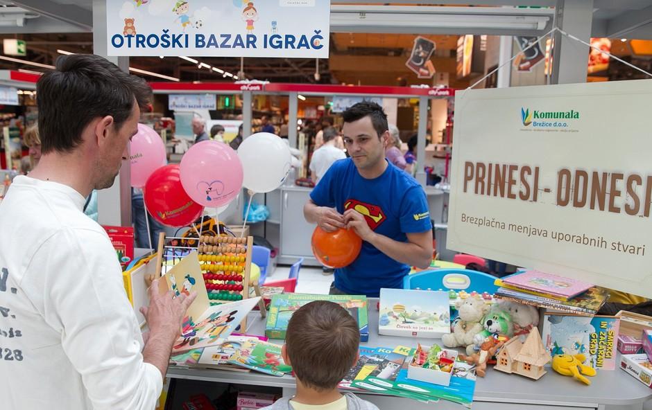 Cityparkovega otroškega bazarja igrač se je udeležila tudi Komunala Brežice   (foto: Mare Vavpotič)