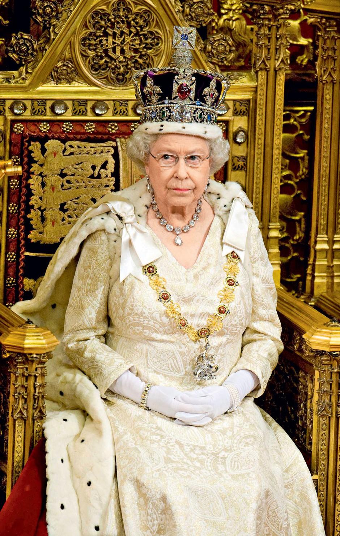 """Enostaven podpis: """"Uradni podpis kraljice je Elizabeth R. - R reigne oziroma kot kraljica."""" (foto: Profimedia, Shutterstock)"""
