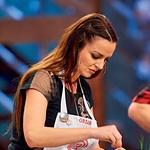 Oriana pravi, da se raje pregreši s slanimi prigrizki, kar je tudi razlog, da se nikoli ni naučila peči sladic. (foto: Lea Press)