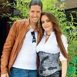 Oriana in eden najbolj zaželenih kitaristov med dekleti Matic Ajdič bosta junija postala starša.  (foto: Lea Press)