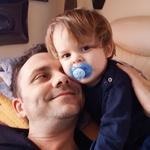 Skupni trenutki z malim Patrikom so za Miša zelo dragoceni.  (foto: Miro Majcen (Pop TV), osebni arhiv)