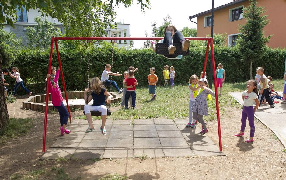 Igrišče podružnične šole Hrušica pred prenovo  (foto: Marko Vavpotič)