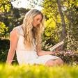 Urška Kaloper (Janina kolumna) o tem, kako so knjige lahko navdih
