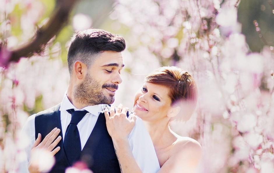 Teja in Jani sta  bližnje že  razveselila z novico  o poroki, z novico o  odpovedi poroke pa  sprva  tudi šokirala -  a po pojasnilu, da  še vedno ostajata  skupaj, poroka je  le prestavljena za  nedoločen čas, je  vsem odleglo. (foto: Jana Šnuderl)
