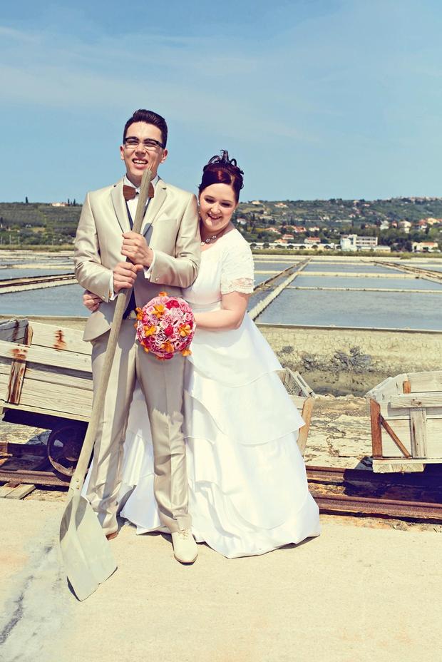 Ena od postojank poročnega  fotografiranja so bile  tudi Piranske soline, kjer  so posneli promocijski video. (foto: RTV Slovenija, Janez kotar)