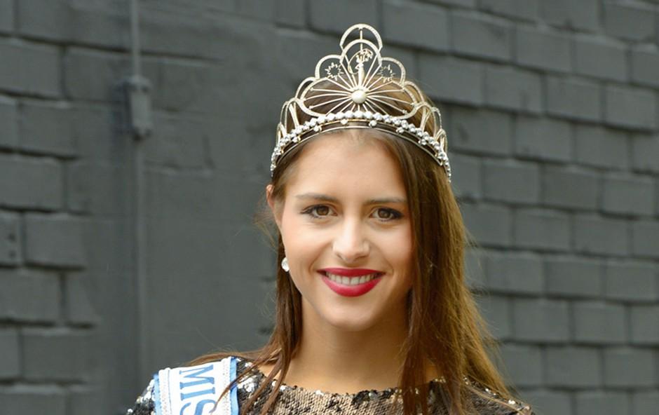 Ana Haložan: Kmalu bo predala krono (foto: Lea)