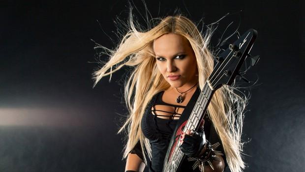 Basistka iz Hellcats z intervjujem za BBC (foto: Simon Podgoršek)