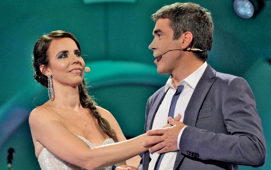 Televizijski duo Lorella in Mario sta po mnenju večine pri prepletanju voditeljskih niti festivala vedno znova poletno dovršena. Tako si le težko zamislimo festival  brez njiju!  (foto: RTV SLO)